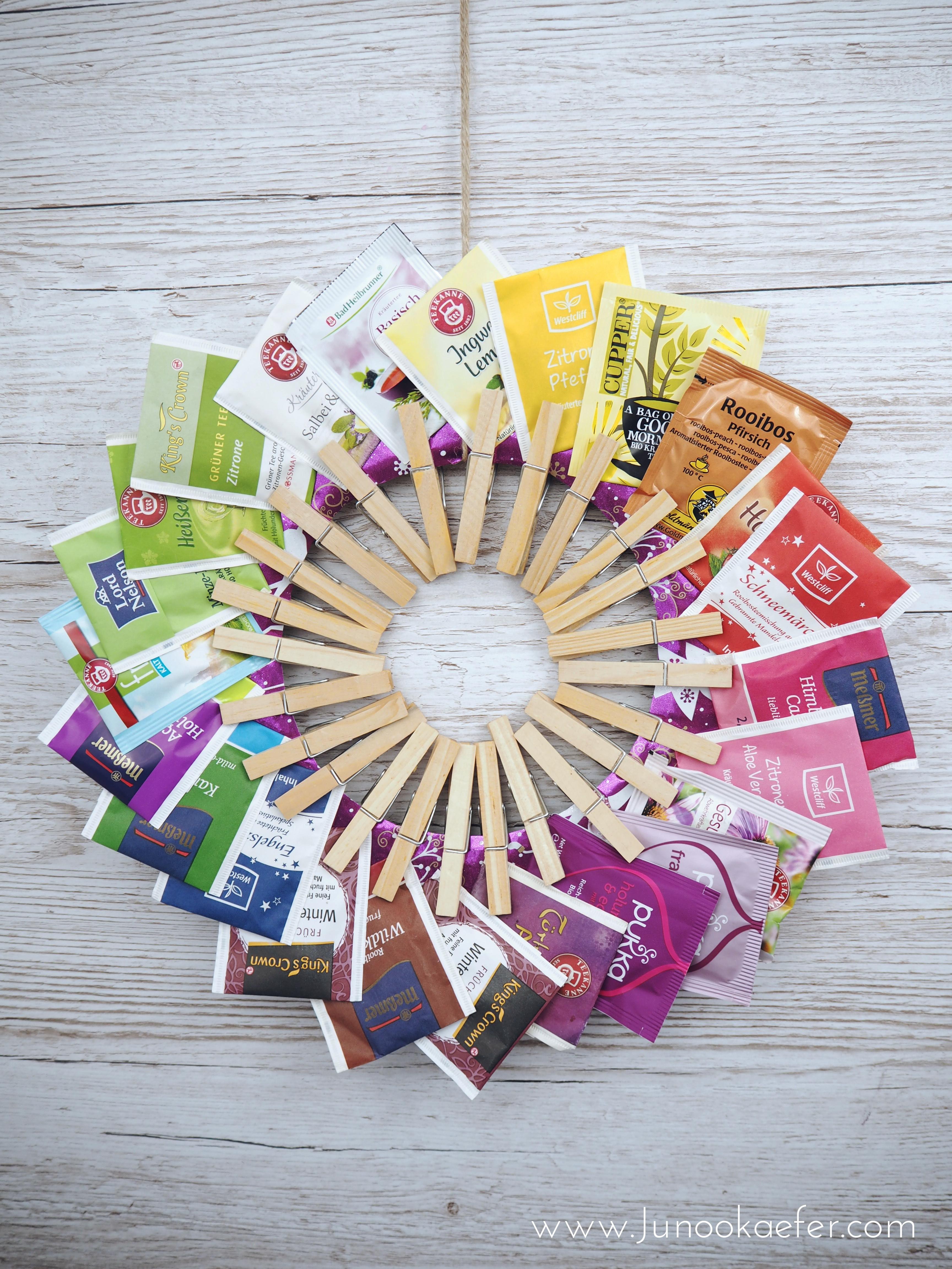Tee-Adventskalender mit vielen bunten Teebeuteln