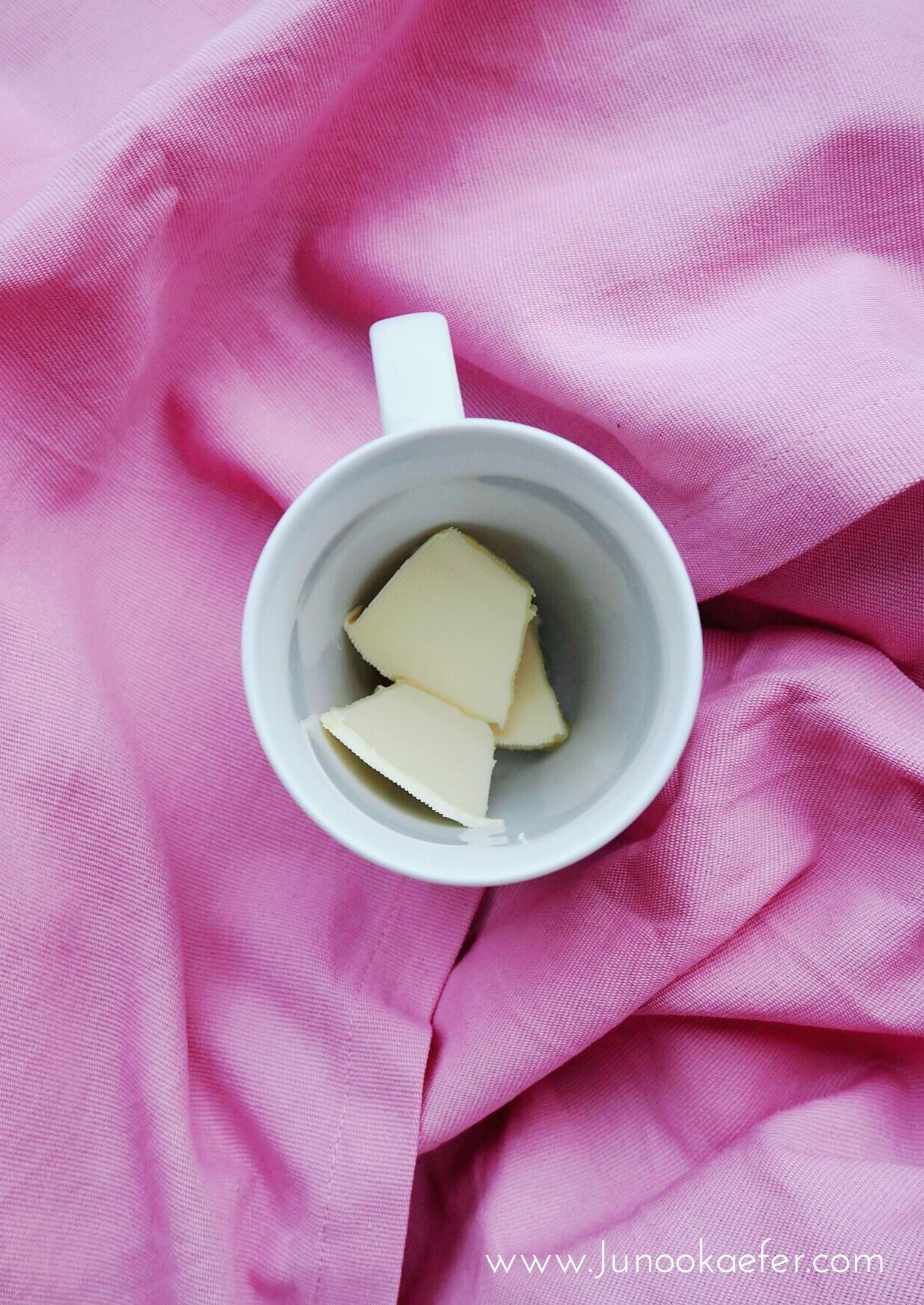 Butter in Tasse