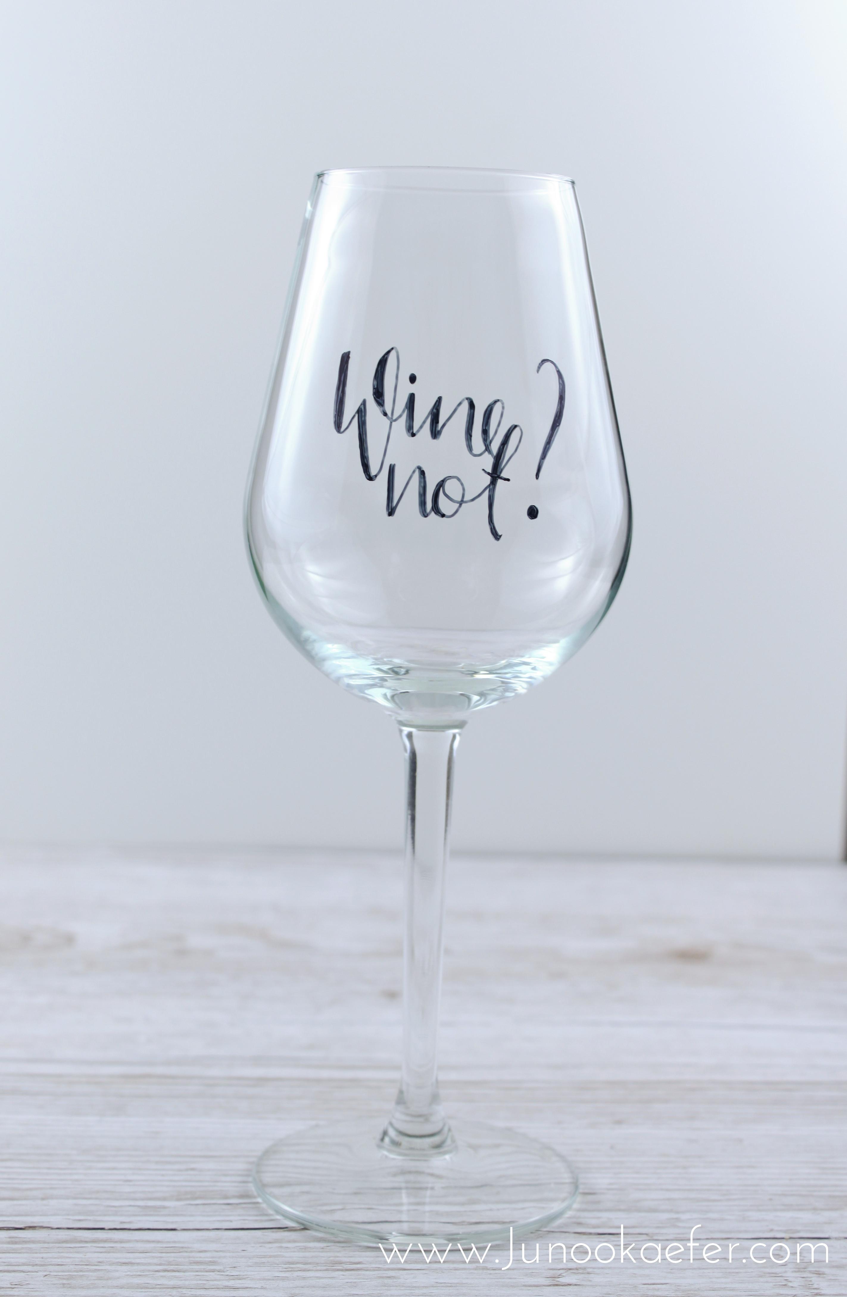 Weißweinglas mit Wine not? beschriftet